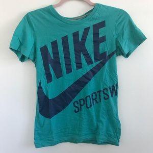 Nike Sportswear Slim Fit Graphic Tee